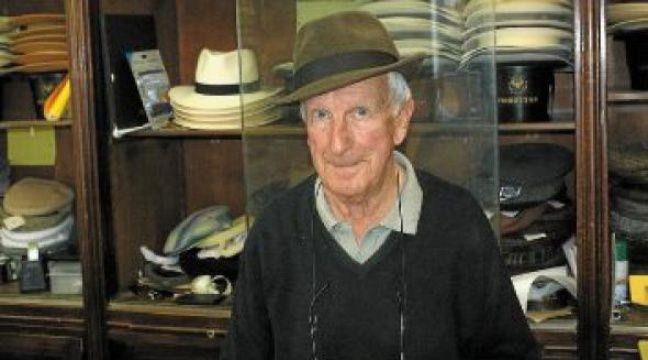 Guy, le patron de la chapellerie «Alfred» à Montpellier, n'a jamais quitté son magasin. –  n. BONZOM / MAXELE / 20 MINUTES