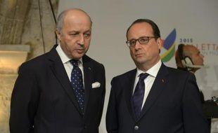Le ministre des Affaires étrangères Laurent Fabius et le président de la république François Hollande à La Valette à Malte, le 11 novembre 2015