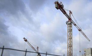 Une grue sur un chantier. (Illustration)