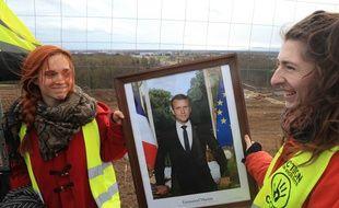 Kolbsheim le 5 mars 2019.  «Réquisition»  du portrait du président de la République en mairie de Kolsheim  par ANVCOP21 pour aller «lui montrer » le chantier contesté du GCO.