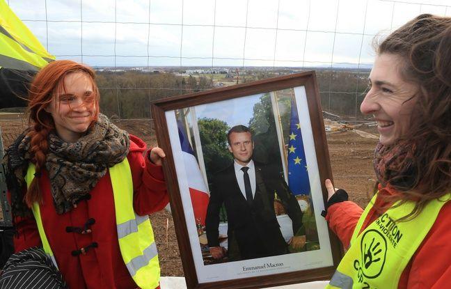 VIDEO. Strasbourg: Un portrait volé d'Emmanuel Macron «se promène» sur le chantier contesté du GCO
