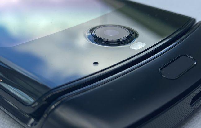 En façade, un module photo de 5 mégapixels pour les selfies.