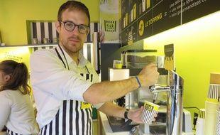 Stéphane Gross, fondateur de Gagao, a installé une tireuse à lait dans sa nouvelle «cacaotéria» à Strasbourg.