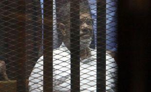 Mohamed Morsi, au tribunal du Caire (Egypte), le 21 avril 2015.