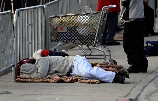 Deux SDF qui dorment dans la rue à Las Vegas
