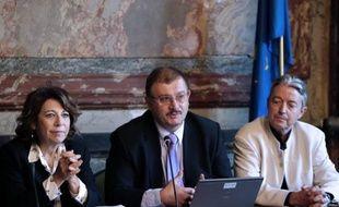 """L'organisme de recherche sur les OGM dont le professeur Gilles-Eric Séralini est un membre-clé, le Criigen, a publié vendredi dans un communiqué une liste d'environ 190 noms de """"scientifiques internationaux"""" de """"33 pays"""" qui """"apportent leur soutien"""" à l'étude controversée du chercheur."""