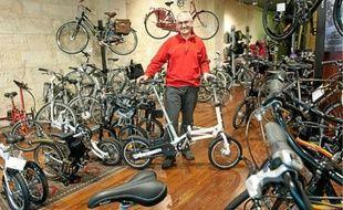 Pour le commerçant André Pardon, le vélo du futur sera petit, à l'instar de ce modèle pliable.
