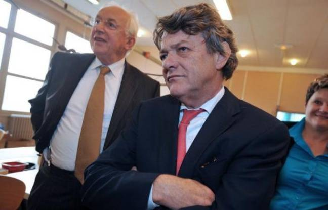 """Jean-Louis Borloo a exprimé sa crainte d'une """"récession"""" en commentant jeudi les premières mesures du gouvernement dont la fin des aides aux heures supplémentaires."""