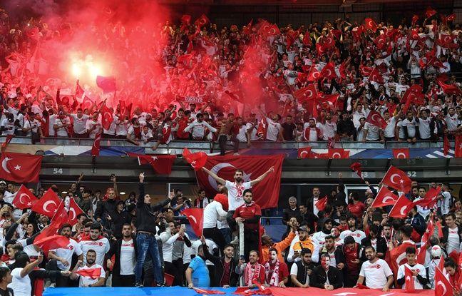 France-Turquie: Le Stade de France s'est embrasé mais la politique est (presque) restée dehors