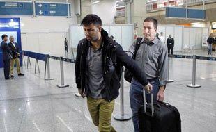 """David Miranda, compagnon du journaliste du Guardian lié aux révélations Snowden, détenait lors de son arrestation à Heathrow 58.000 documents classifiés """"détournés"""" dont la révélation menacerait """"la sécurité nationale du Royaume-Uni"""", a affirmé vendredi le gouvernement devant la justice."""