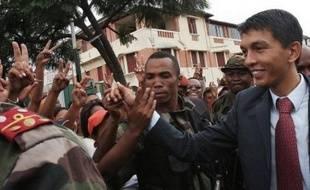 """""""Je déclare solennellement que j'irai jusqu'au bout de mes forces. On est libre maintenant mais la route sera encore très difficile"""", a lancé le jeune opposant, arrivé depuis la place du 13-Mai où ses rassemblements quasi-quotidiens ont rythmé la crise malgache."""