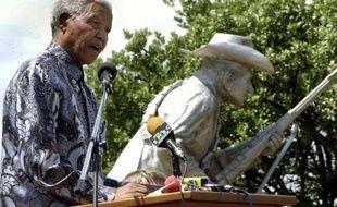 Nelson Mandela le 6 mars 2002, lors de l'inauguration d'une statue de Daniel Theron, un commandant boer tué pendant la guerre des Boers en 1900