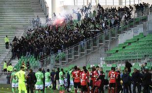 250 supporters stéphanois ont envahi les tribunes de Geoffroy-Guichard lors de Saint-Etienne-Rennes, alors que le match se déroule à huis clos, le 23 avril 2017
