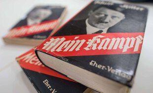 Le livre Mein Kampf, écrit par Adolf Hitler.