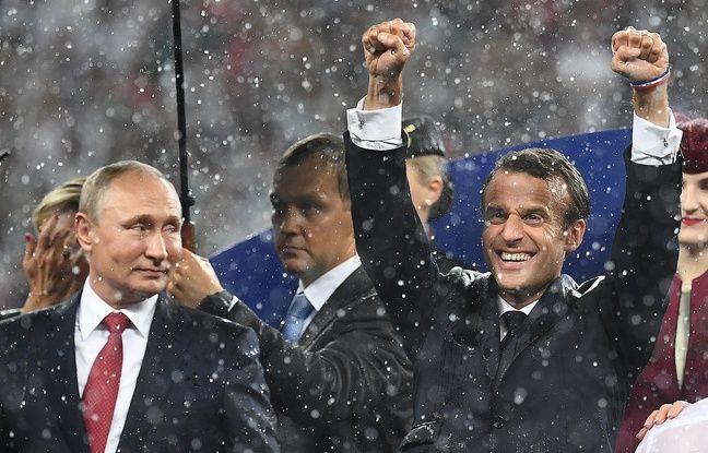 Le Président français Emmanuel Macron exulte après la victoire de la France aux côtés de Vladimir Poutine à Moscou, dimanche 15 juillet 2018.