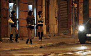 Des prostituées à Nice, le 28 mars 2013.