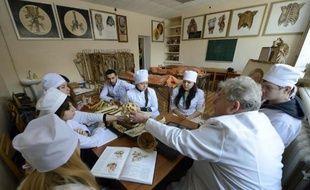 Des étudiants de l'université de médecine de Donetsk, classée l'an dernier comme la meilleure d'Ukraine, suivent un cours d'anatomie, le 5 décembre 2014