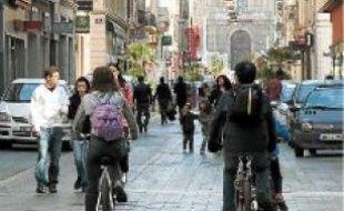La « zone touristique » comprend plus de 3300 boutiques.