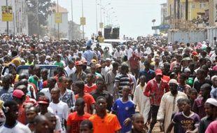 Près de 2.000 personnes manifestent à Conakry le 19 avril 2015