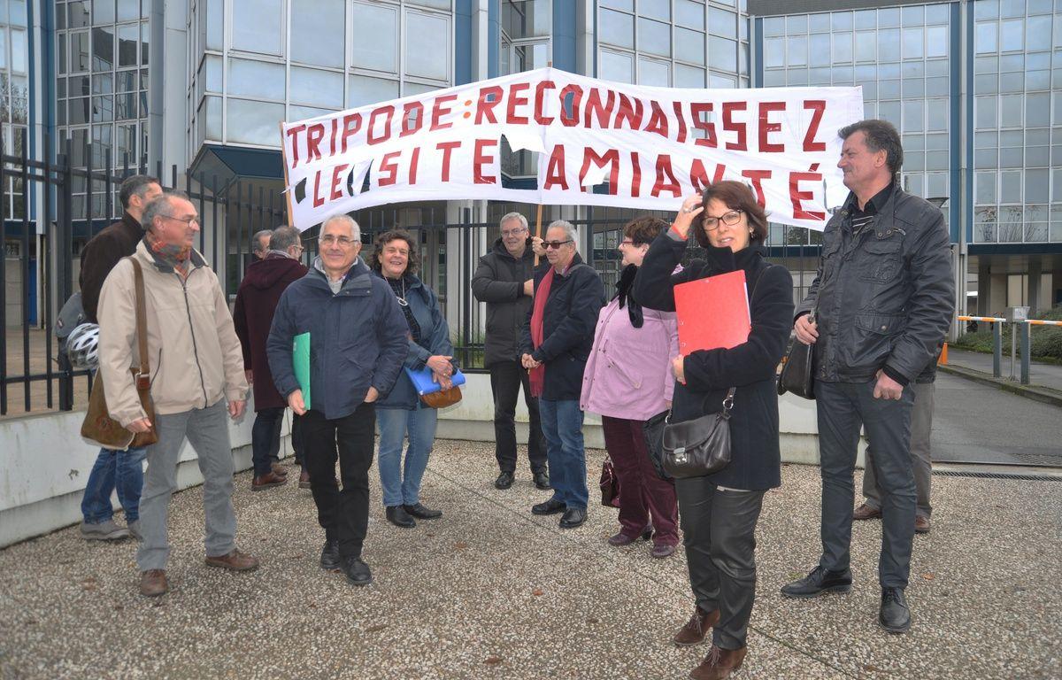 L'intersyndicale s'est réunie ce midi devant les services du ministère des finances, rue Gaston-Doumergue à Nantes – D. Prochasson/20 Minutes