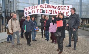 L'intersyndicale s'est réunie ce midi devant les services du ministère des finances, rue Gaston-Doumergue à Nantes