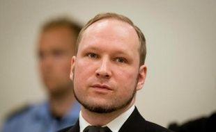 """Le tueur norvégien d'extrême droite Anders Behring Breivik menace d'entamer une grève de la faim pour obtenir une amélioration de ses conditions de détention qu'il assimile à de la """"torture"""" faute notamment d'obtenir la console de jeux voulue, dans un courrier reçu vendredi par l'AFP."""
