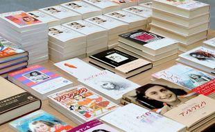 Différentes éditions en japonais du «Journal d'Anne Frank».