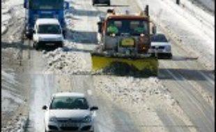 Le Sud-Ouest de la France a été à son tour touché dans la nuit de mercredi à jeudi par d'importantes chutes de neige qui ont fortement perturbé la circulation et provoqué d'importantes coupures d'électricité, notamment en Gironde.