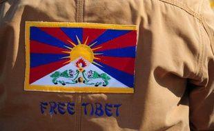 Une lycéenne tibétaine âgée de 16 ans s'est immolée par le feu, a rapporté lundi l'agence officielle Chine nouvelle, tandis que s'intensifie la guerre des mots entre le gouvernement tibétain en exil et Pékin.