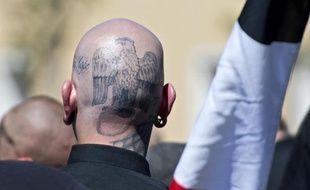 """Image d'archives d'un ultra-nationaliste d'extrême-droite à Dresdes en Allemagne, le 7 juin 2014, avant l'ouverture d'une manifestation de """"Zukunft Statt Uebergremdung"""""""