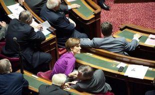 Après l'abrogation de la loi précédente par le Conseil constitutionnel, en mai, le Sénat a examiné mercredi le nouveau texte sur le harcèlement sexuel, qui prévoit une définition plus précise du délit, un alourdissement des sanctions, et a permis de dégager un consensus gauche-droite.