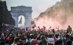Les Champs-Elysées après la victoire des Bleus