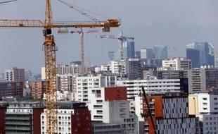 La construction de logements neufs en France a légèrement rebondi au cours des derniers mois, par rapport aux niveaux très faibles de l'année précédente, mais les facteurs d'une réelle reprise du secteur sont toujours absents.