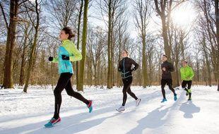 On peut continuer à faire du sport en extérieur quand il fait froid, à condition d'être bien préparé, bien équipé et de savoir d'écouter.
