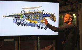 François Delarozière, directeur de la compagnie La Machine, devant une esquisse du dragon de Calais.
