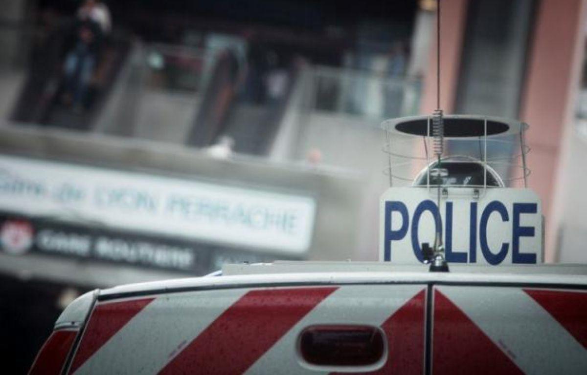 Un homme d'une vingtaine d'années était retranché mardi dans son appartement à Thil (Meurthe-et-Moselle) et menaçait de faire sauter l'immeuble, a-t-on appris de source préfectorale. – Martin Bureau afp.com