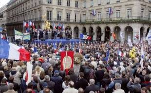 """Reprenant le thème fétiche qui avait accompagné la montée du FN dans les années 1980, M. Le Pen a longuement dénoncé l'immigration, """"demandant, exigeant, l'immigration-zéro, l'insécurité-zéro, la préférence nationale totale!"""" Il a notamment dénoncé les """"régularisations massives"""" sur lesquelles vont selon lui déboucher """"la grève des +sans-papiers+, c'est à dire des immigrés en situation irrégulière""""."""