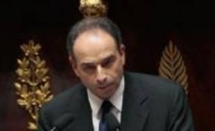 """""""L'abstention, c'est pour moi la négation même de l'engagement politique"""", a déclaré M. Copé, qui avait plaidé pour un vote à l'unanimité la veille à l'Elysée devant le chef de l'Etat et les présidents des groupes parlementaires, dont Jean-Marc Ayrault (PS)."""