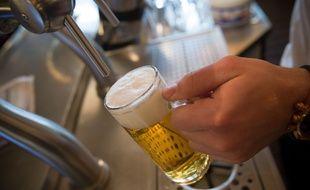 Illustration d'une bière pression dans un bar, le 13 décembre 2013.
