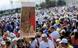 Le pape Benoît XVI a appelé la communauté internationale, et particulièrement les arabes, à agir pour trouver des solutions aux conflits qui ensanglantent la région.