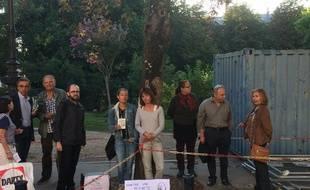 Les militants ont tenté d'établir un dialogue avec la mairie pour limiter l'abattage mais il est aujourd'hui rompu.