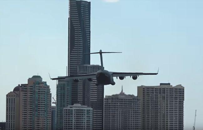 nouvel ordre mondial | VIDEO. Australie: Un Boeing frôle dangereusement des buildings durant un festival