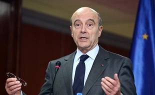 """Le ministre des Affaires étrangères, Alain Juppé, a appelé vendredi à Bordeaux """"au sang-froid"""" et """"à la retenue"""", après les déclarations du Premier ministre turc, Recep Tayyip Erdogan, regrettant des """"déclarations sans doute excessives""""."""