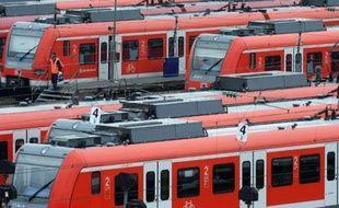 Des trains régionaux S-Bahn opérés par Deutsche Bahn, dans un dépôt à Munich, le 7 novembre 2014