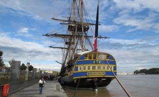 L'Hermione, amarrée au port de Bordeaux.