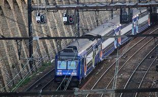 Le jeune a été électrocuté après être monté sur un train à l'arrêt.