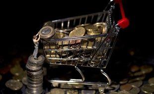 Les prix à la consommation ont reculé de 0,5% en janvier, du fait principalement des soldes d'hiver, et leur progression sur un an s'est établie à 1,2%, confirmant le ralentissement de l'inflation, selon les chiffres publiés mercredi par l'Insee.