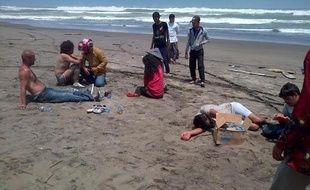 Le bilan du naufrage au large de l'Indonésie de boat-people du Moyen-Orient en route vers l'Australie a été porté lundi à 36 morts, au moment où le Premier ministre australien entamait une visite à Jakarta pour tenter de juguler l'afflux de réfugiés.