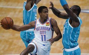 Théo Maledon (à gauche), ici le 26 décembre face à Charlotte, tourne depuis le début de la saison à 7 points par match en moyenne en NBA.