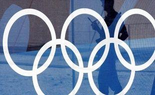 Le coût de l'organisation des jeux Olympiques d'été à Athènes en 2004 a contribué en partie à faire augmenter la dette publique de la Grèce, a reconnu le président du Comité international olympique (CIO), Jacques Rogge, dans un entretien publié mardi dans le quotidien grec Kathimérini.